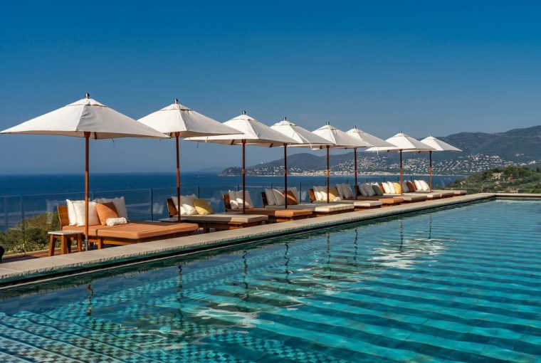 Hotel Lily of the Valley - la piscine